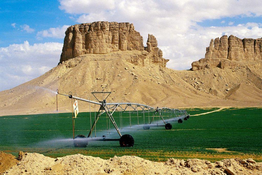 Pivô central em meio ao deserto árabe